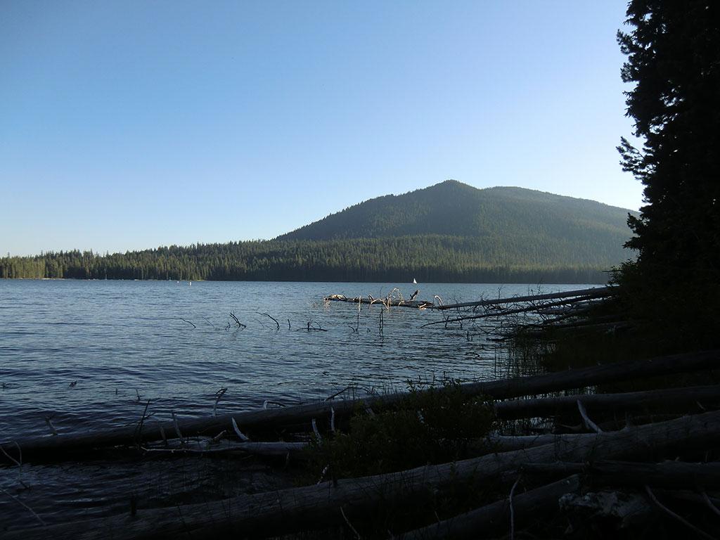 Camping at cultus lake campground oregon loomis for Cabins at cultus lake